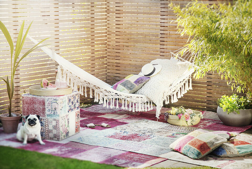 Alfombra patchwork - turkiet rosa  en salón.